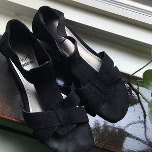 Impo suede black stretch sandals
